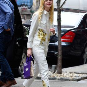 Η Elle Fanning μας δείχνει πως να φοράμε το λευκό ντένιμ