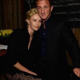Charlize Theron: «Η φιλία μου με τον Sean Penn εξελίχθηκε σε σχέση εντελώς αβίαστα»