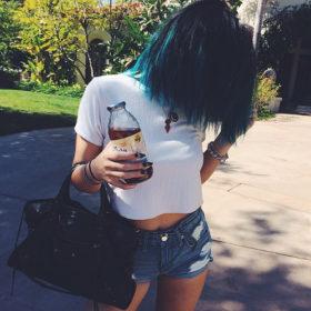 Here we go again: Ποια Kardashian έβαψε -πάλι- τα μαλλιά της παστέλ;