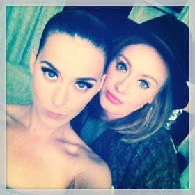 Τι κάνει η Katy Perry μαζί με την Adele;