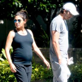 Mila Kunis – Ashton Kutcher: Με casual look δύο μήνες πριν γίνουν γονείς