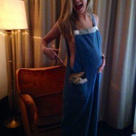 Πόσο μηνών έγκυος είναι τελικά η Cara Delevingne;