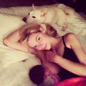 Jaime King: Ανέβασε φωτογραφία στην οποία θηλάζει το μωρό της