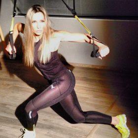 Video: Η Ελένη Πετρουλάκη σας δείχνει κάποιες πολύ απλές ασκήσεις για τέλεια οπίσθια και όχι μόνο