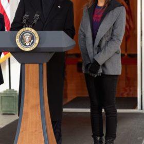 Malia Obama: Τα πρώτα της βήματα στην τηλεόραση έκανε η κόρη του Barack Obama
