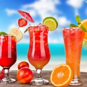 To καλοκαίρι μ' αρέσει πολύ να πίνω cocktails! Ποιο έχει λιγότερες θερμίδες;