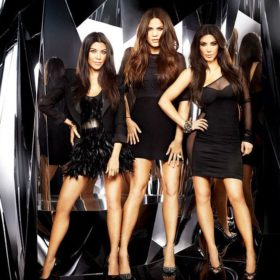 The Kardashians: Δείτε την Kim και την αδερφή της Kourtney σε νεαρή ηλικία