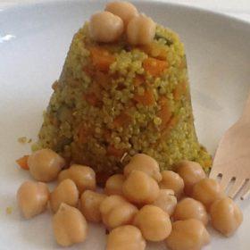Quinoa με καρύδα και κουρκουμά