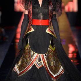 Conchita Wurst: Η νικήτρια της Eurovision στο Haute Couture fashion show του Jean Paul Gaultier