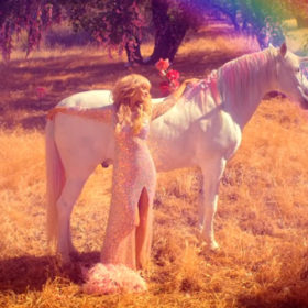 «Come Alive»: Δείτε το νέο video clip της ανανεωμένης Paris Hilton