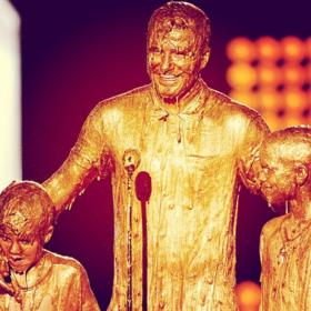 «Golden boys»: Γιατί ο David Beckham και οι γιοι του έγιναν χρυσοί;