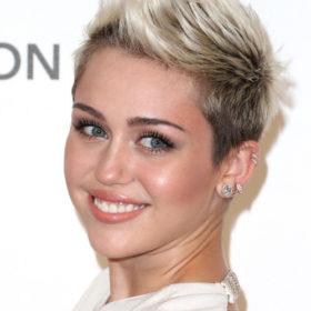 Miley Cyrus: Τι συμβολίζει το τατουάζ που έκανε μετά τον χωρισμό με τον Liam Hemsworth