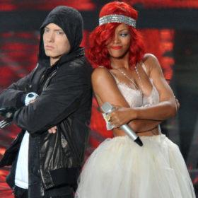 Ice Bucket Challenge: Rihanna και Eminem σε ένα επικό μπουγέλωμα σε συναυλία τους
