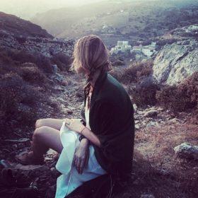 Tζένη Μπαλατσινού: «Θέλω να γεράσω στην Πάτμο, θέλω να έρχονται τα εγγόνια μου εδώ»