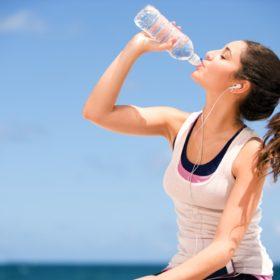 Έξι πράγματα που συμβαίνουν στο σώμα σας όταν δεν πίνετε νερό