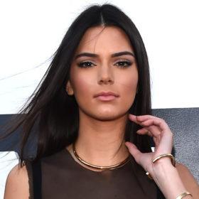 Kendall Jenner: Δείτε τη να ποζάρει ως sexy Santa