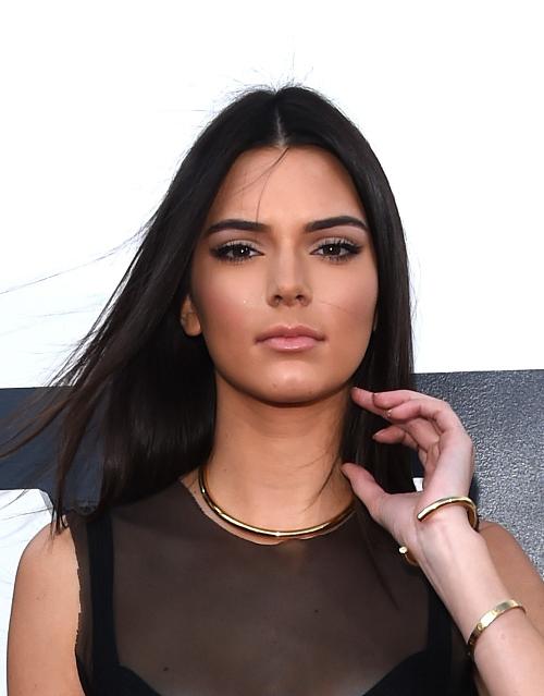 b7ef4098bfb Kendall Jenner: Δείτε τη να ποζάρει ως sexy Santa - Instyle GR