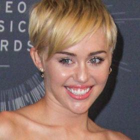 Miley Cyrus: Δείτε την πιο προκλητική εμφάνιση που έχει κάνει ποτέ η τραγουδίστρια