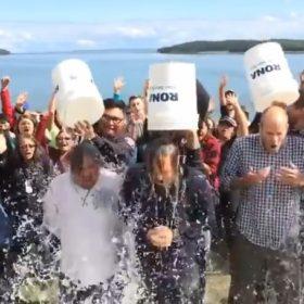 Ice Bucket Challenge: Ο Leonardo DiCaprio μπουγελώθηκε και δώρισε 100.000 δολάρια!