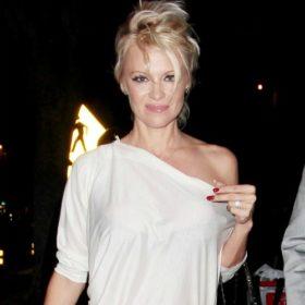 Δείτε την Pamela Anderson έτσι όπως δεν την έχετε ξαναδεί