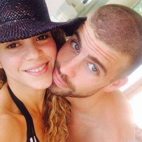 H Shakira και ο Gerard Piqué βρίσκονται στην Ελλάδα: Δείτε τους να κάνουν μπάνιο στο Πόρτο Χέλι