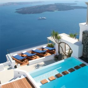 Iconic Santorini: Ένα από τα κορυφαία ξενοδοχεία του κόσμου