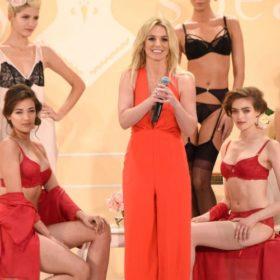 H Britney Spears παρουσίασε την προσωπική της συλλογή εσωρούχων