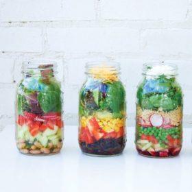 Φτιάξτε τέλεια βαζάκια σαλάτας για το γραφείο