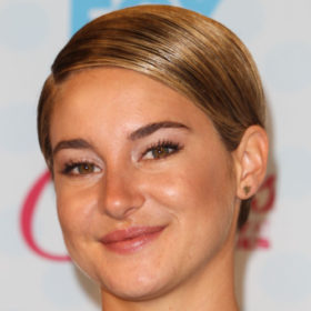 H Shailene Woodley έγινε πιο ξανθιά, κουρεύτηκε και …μας τρόμαξε