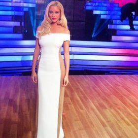 Δούκισσα Νομικού: Δείτε την παρουσιάστρια να ποζάρει με τη «σωσία» της