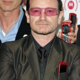 O Bono ανησυχεί τους θαυμαστές του: «Ίσως να μη μπορέσω να ξαναπαίξω κιθάρα»