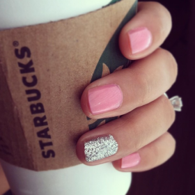 #GlitterNails: Γιατί είναι Δευτέρα και χρειαζόμαστε λίγο Glam!
