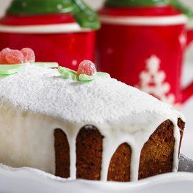 Χριστουγεννιάτικο κέικ με άσπρο γλάσο