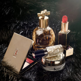 40 and fabulous: Ό,τι χρειάζεστε για την πιο glam Χριστουγεννιάτικη εμφάνιση