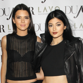 Τι ετοιμάζουν οι μικρές αδερφές Kardashian;