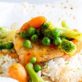 Φιλέτο βακαλάου με λαχανικά και ρύζι papillote