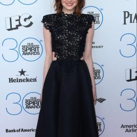Emma Stone: Η πρώτη της φωτογραφία ως Cruella De Vil στη καινούργια ταινία της Disney