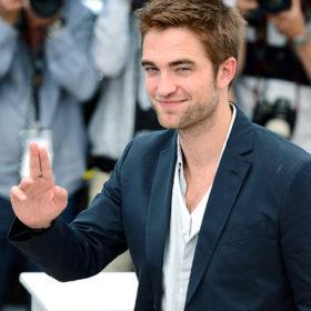Robert Pattinson: Αν σας άρεσε στο Twilight, πρέπει να δείτε το νέο του hairstyle στη ταινία The King