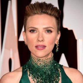 Βρήκαμε τα προϊόντα που χρησιμοποίησε η Scarlett Johansson για το μακιγιάζ της στα Όσκαρ