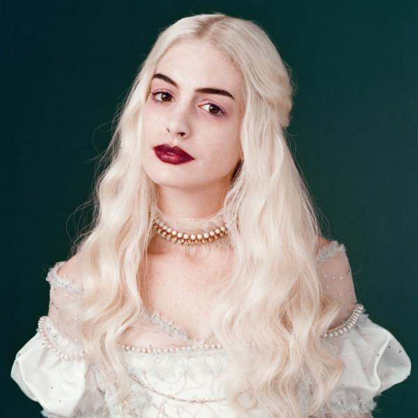 white-queen-aka-anne-hathaway