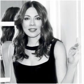 Η Σμαράγδα Καρύδη θα γίνει νονά: Το παιδί ποιας γνωστής Ελληνίδας ηθοποιού θα βαπτίσει;