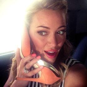 Hold the phone! H Hilary Duff έγινε… γοργόνα