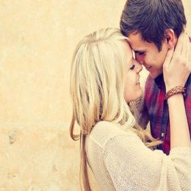 7 απλές κινήσεις που θα σε κάνουν να τον ερωτευτείς ξανά