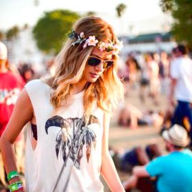 Hippie chic! Λουλούδια στα μαλλιά χωρίς υπερβολές