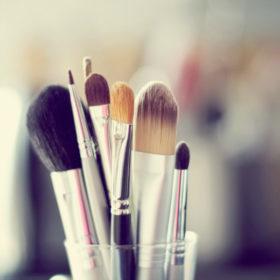 Αυτός είναι ο σωστός τρόπος να καθαρίσετε όλα τα «εργαλεία» ομορφιάς