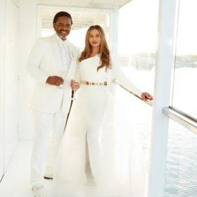 Η μαμά της Beyoncé παντρεύτηκε: Τι μας θυμίζει το νυφικό της;