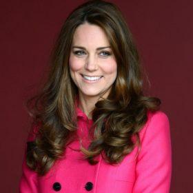 Συναγερμός για το πριγκιπικό μωρό: Από τώρα live εικόνα έξω από το μαιευτήριο που θα γεννήσει η Kate Middleton