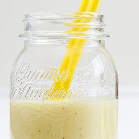 Smoothie μπανάνα και γάλα καρύδας