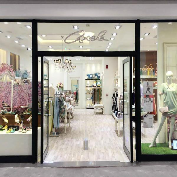 Axel  Η εταιρεία ανοίγει δύο νέα outlet καταστήματα για να ψωνίσετε ... 0f926c80aaa