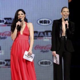 Madwalk Flashback: Η Βίκυ Καγιά και η Μαίρη Συνατσάκη ήταν το πιο στιλάτο δίδυμο που είδαμε ποτέ στη σκηνή της διοργάνωσης